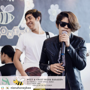 niena-baharun-honeybee-teman-pengganti-sayangku-kapten-mukhriz-raja-afiq-bumble-bee-theme-yellow-black-malaysia-party-event-planner-cherpen-official-live-band-kali-ini-lagu-era-fm