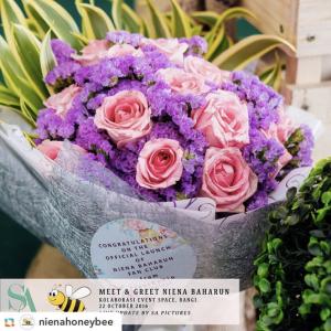 niena-baharun-honeybee-teman-pengganti-sayangku-kapten-mukhriz-raja-afiq-bumble-bee-theme-yellow-black-malaysia-party-event-planner-flower-bouquet-bunga-izsypizsy