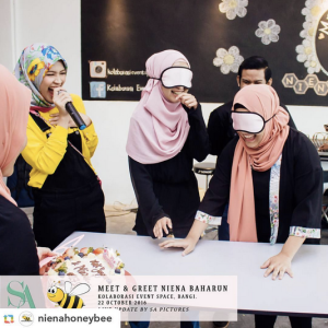 niena-baharun-honeybee-teman-pengganti-sayangku-kapten-mukhriz-raja-afiq-bumble-bee-theme-yellow-black-malaysia-party-event-planner-games-blindfold