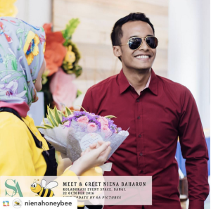 niena-baharun-honeybee-teman-pengganti-sayangku-kapten-mukhriz-raja-afiq-bumble-bee-theme-yellow-black-malaysia-party-event-planner-ikhlas-jalil-bunga-flower-bouquet