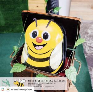 niena-baharun-honeybee-teman-pengganti-sayangku-kapten-mukhriz-raja-afiq-bumble-bee-theme-yellow-black-malaysia-party-event-planner-queen