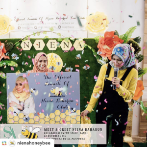 niena-baharun-honeybee-teman-pengganti-sayangku-kapten-mukhriz-raja-afiq-bumble-bee-theme-yellow-black-malaysia-party-event-planner-sign-card-official-launch-fan-club-instagram